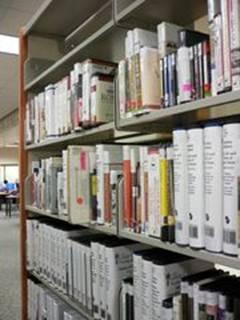 音声図書の書架