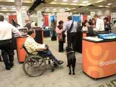 車いすユーザーと盲導犬