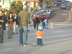 写真:ピアで出会った親子連れ。子どもがものすごく可愛い