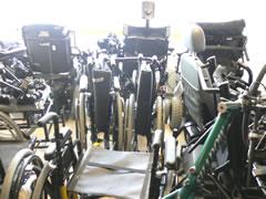写真:大量の車椅子
