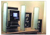 画像:設置高の違う電話機